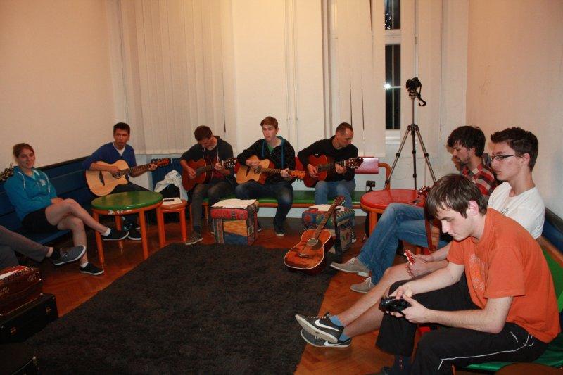 tnt115-glasbenivec-012