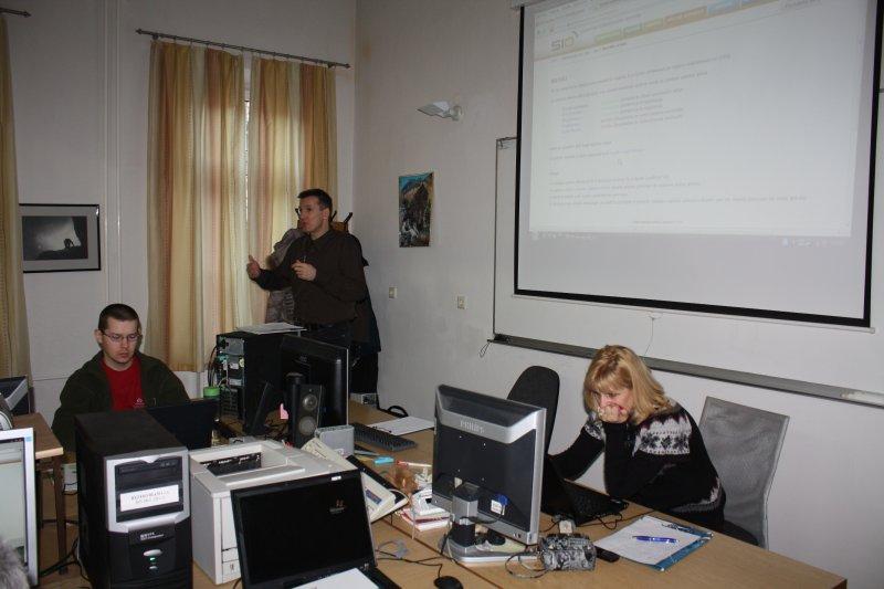e-gradiva2012-03